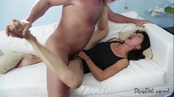 MILF asiática em sexo selvagem